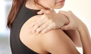 Психосоматика — плечи: о чем говорит боль в этой области?